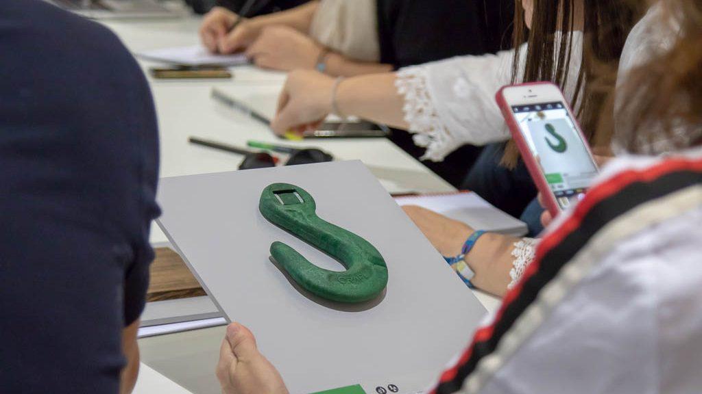 Formación en Materiales. Muestras de materiales en el workshop de Materially